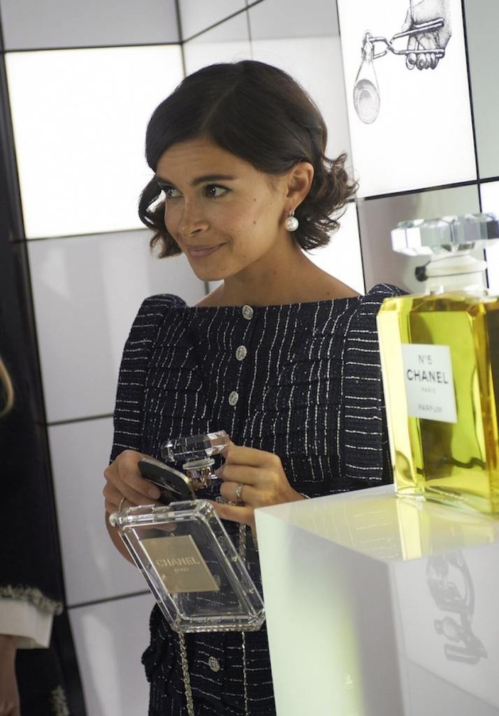 aaMiroslava-Duma-Chanel-Perfume-Clutch-bag_zps752b8635