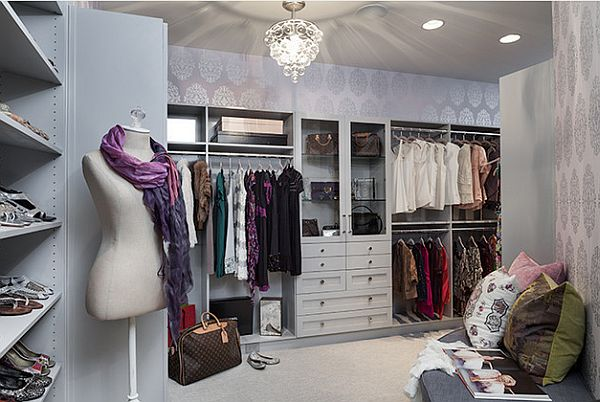 Beautiful-walk-in-closet-with-fancy-mannequin