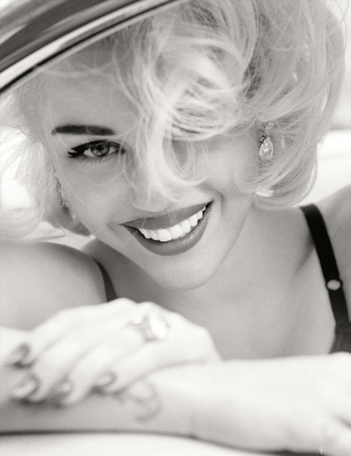 Miley-Cyrus-Mario-Testino-Vogue-Germany-8